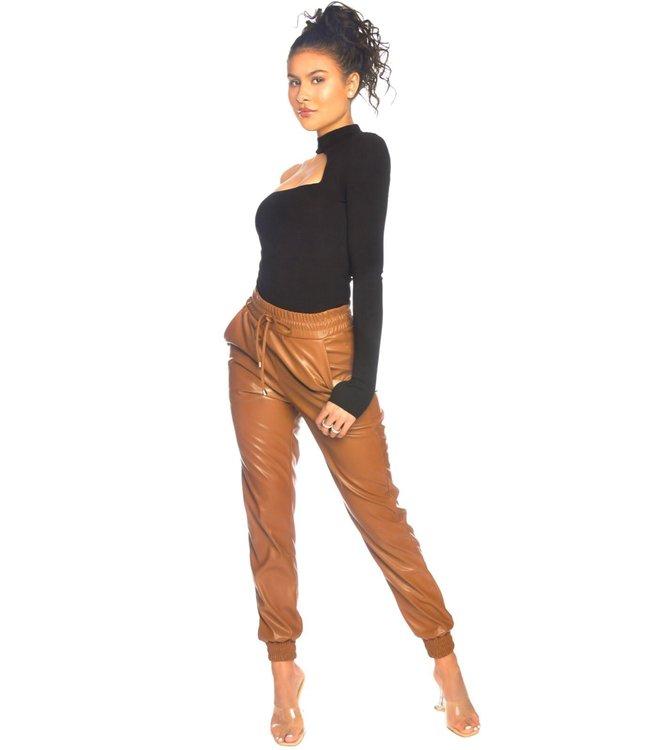 LA Sisters Lederlook camel pants