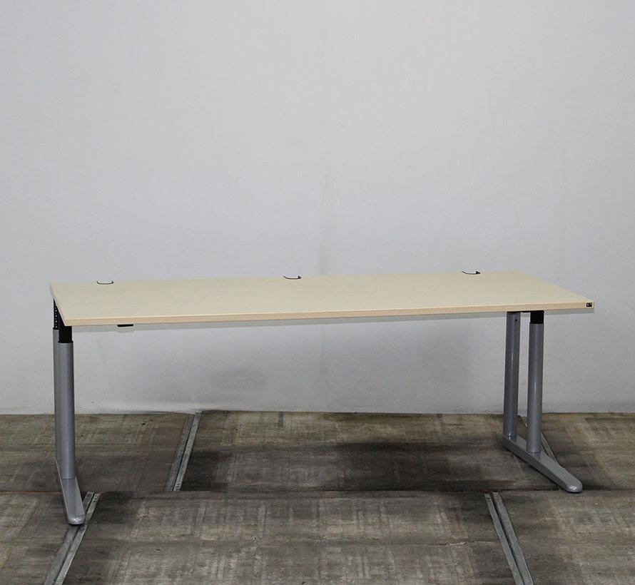 Konig + Neurath Metra Inbusbureau 180 x 80 cm - Ahorn Blad