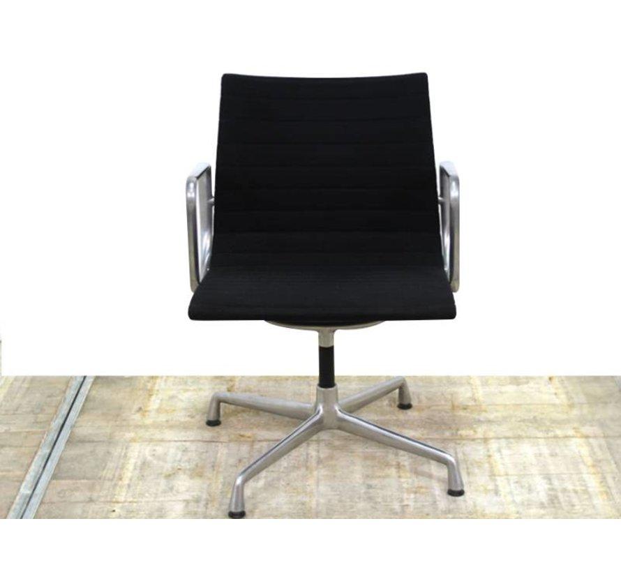 Vitra EA 107 Vergaderstoel | Zwart - Gepolijst Aluminium