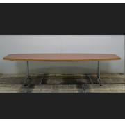 Kusch + Co Kusch + Co Vergadertafel Tonvormig | 300 x 120 cm