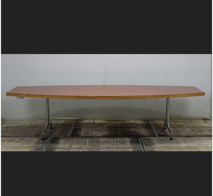 Kusch + Co Vergadertafel Tonvormig   300 x 120 cm