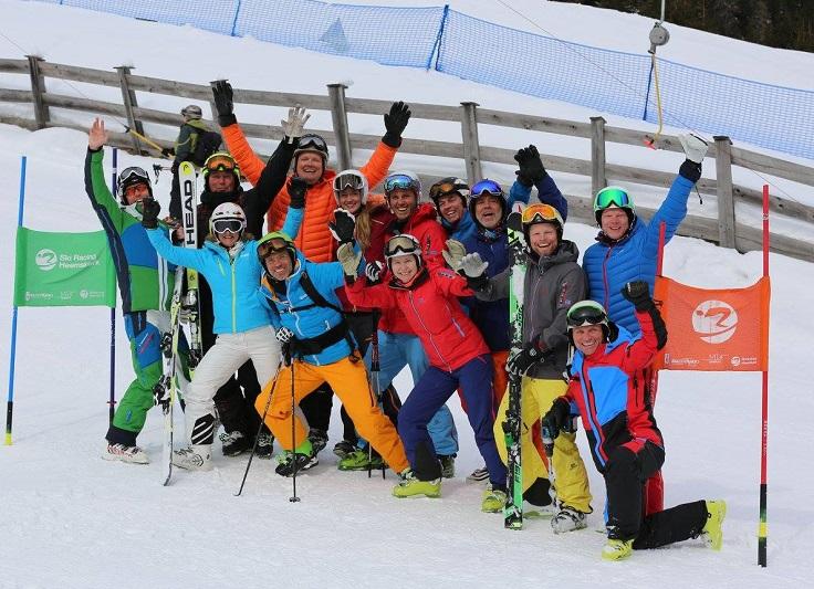 Groep met skiërs