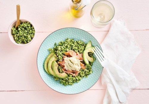 Broccoli-couscous met gerookte zalm
