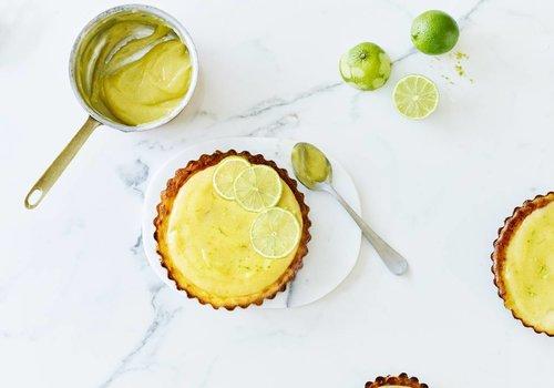 Limoen-kaastaartjes met dadel-notenbodem