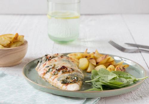Hasselback-kip met spinazie en feta