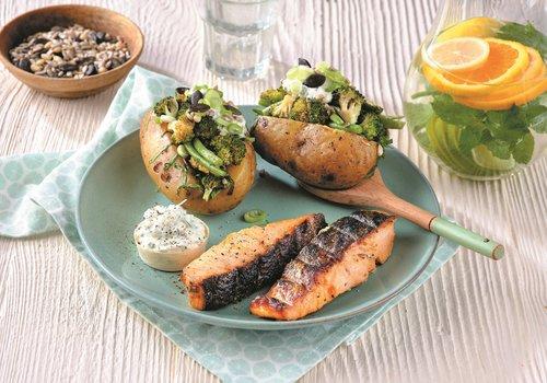 Zalmfilets met gepofte bbq-aardappelen