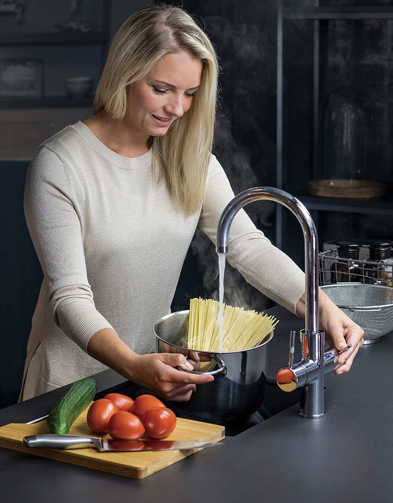 ACE-watersystems ACE.BOIL, the 3 in 1 instant boiling kitchen faucet
