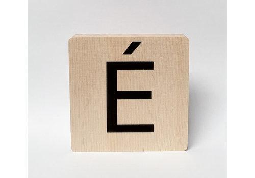 Minimou Houten letter É