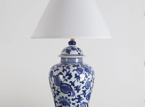 Yajutang Porcelain vase lamp with blue painting