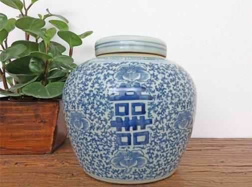 Yajutang Porcelain lidded vase & double happiness