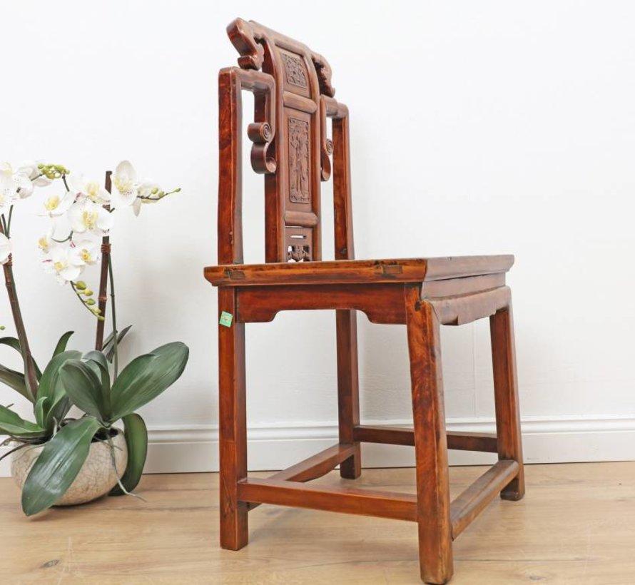 Antiker chinesischer Stuhl, Rückenlehne mit Schnitzereien