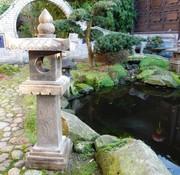 Yajutang Steinlaterne aus Naturstein mit Lotusmotiv