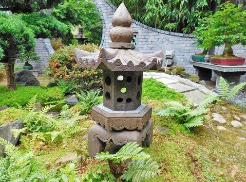 Yajutang Stone lantern made of natural stone with hexagonal roof