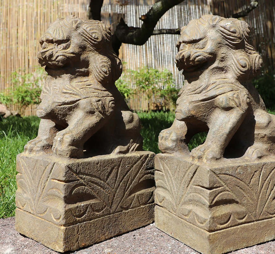 Pair of Fu dogs Guardian lions Temple lion stone figure