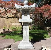 Yajutang Stone lantern with lotus motif