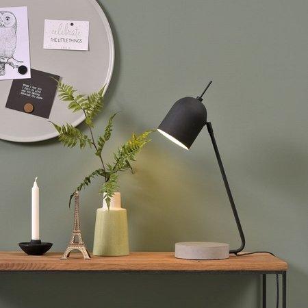 Vind hier de betonlook tafellamp die het best in het interieur past