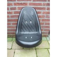 Kunststof zitje/stoeltje, zwart met bevestigingsbeugel 20mm vierkant