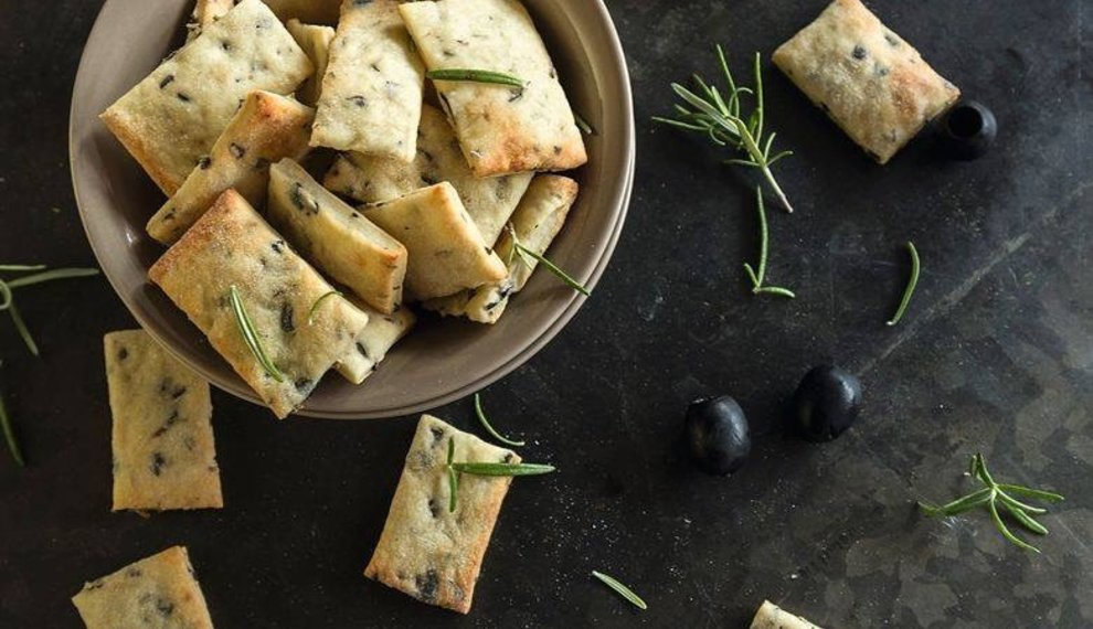 Recipe: Salty cookies with rosemary &  olives