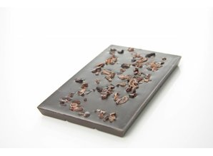 SJOKOLAT A dark chocolate bar with cocoa nibs