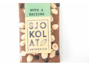 SJOKOLAT A milk chocolate bar with trail mix