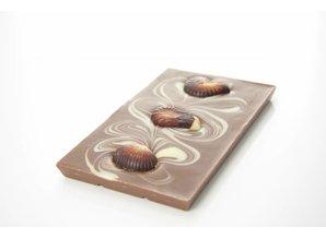 SJOKOLAT A milk chocolate bar with chocolate seafood