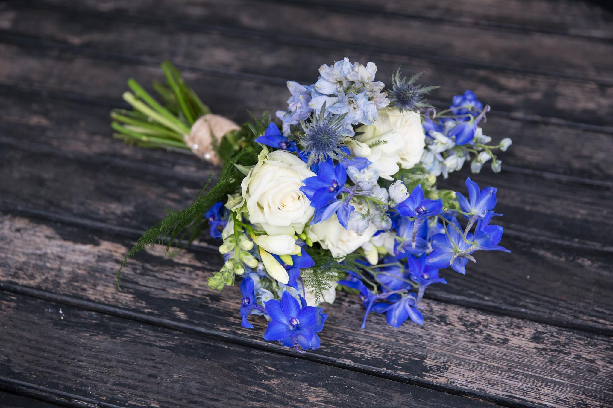 Bruidsboeket blauw met wit