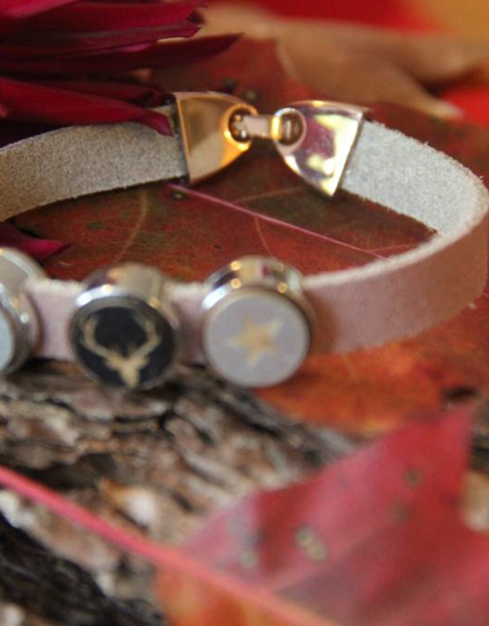 Eigen atelier Leather bracelet Rudolf with beautiful cabochon of reindeer and stars