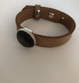 Eigen atelier Leather bracelet with cabochon