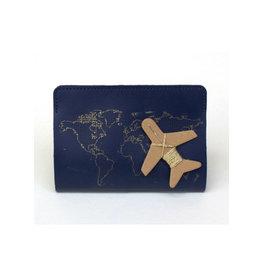 Chasing Threads paspoort houder - naald en draad (marineblauw)