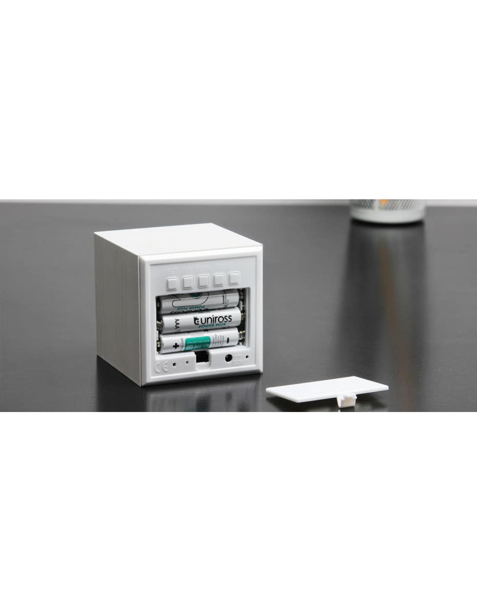 Ginko cube clock - white (2)
