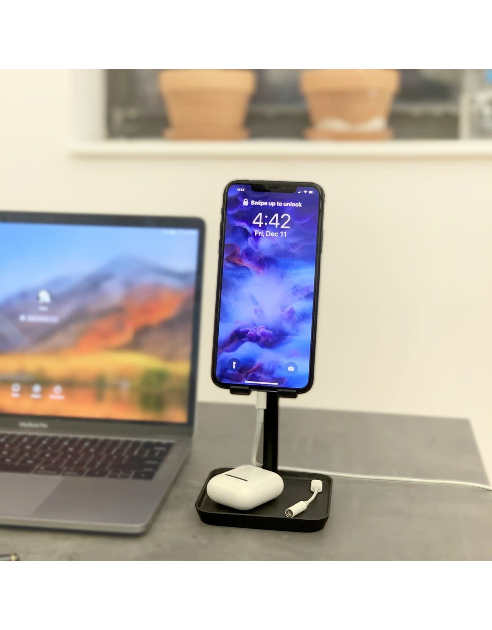 black phone stand