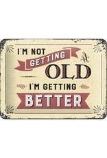 metalen bord met tekst: I'm not getting old