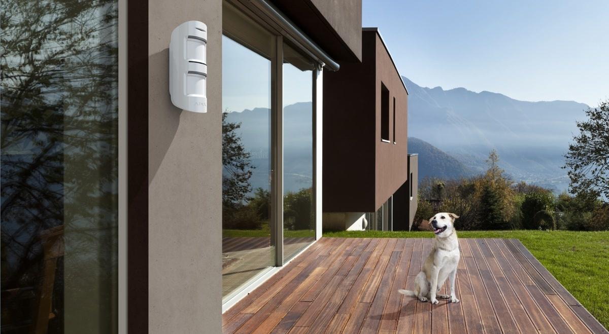 Ajax MotionProtect Outdoor: un détecteur de mouvement extérieur qui ne répond qu'aux menaces réelles