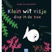 Klein wit visje diep in de zee