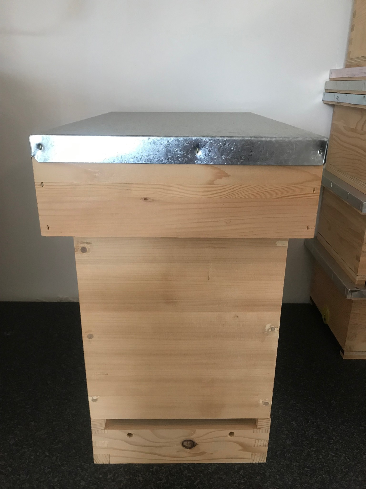 Complete Dadant nuc box - 6 frames