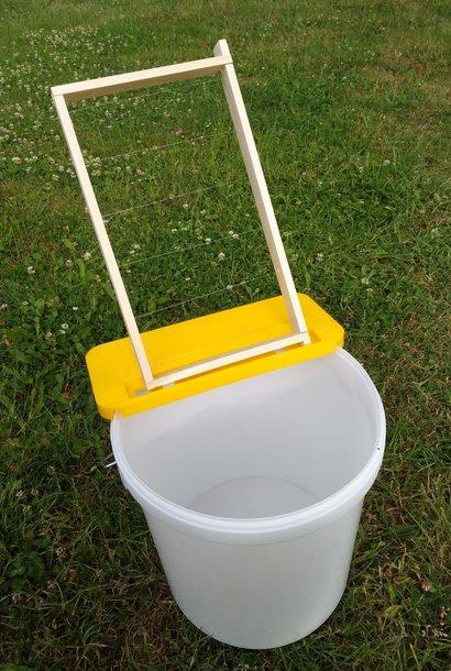 Frame holder for bucket to uncap