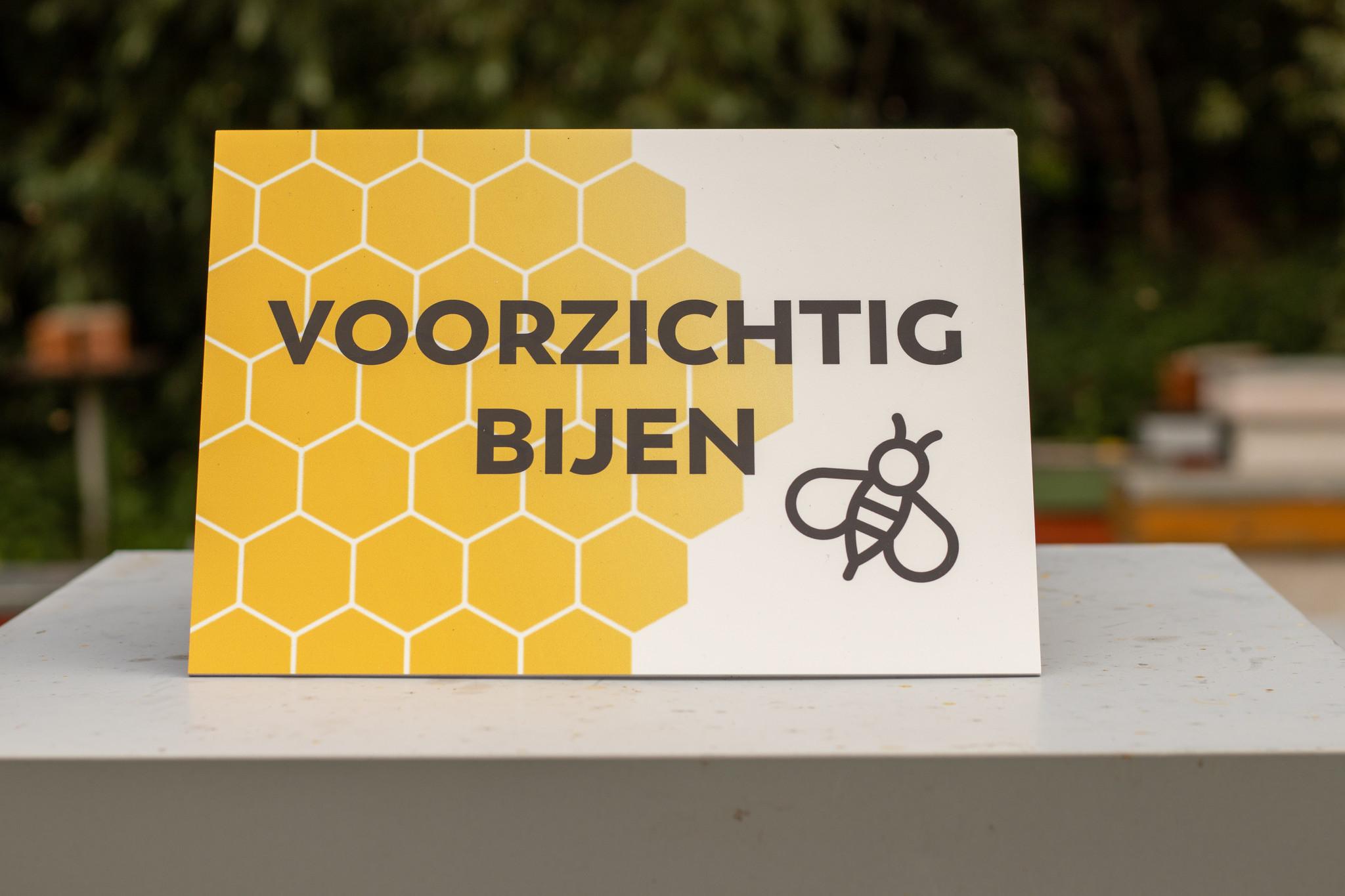 Plakkaat voorzichtig bijen-1