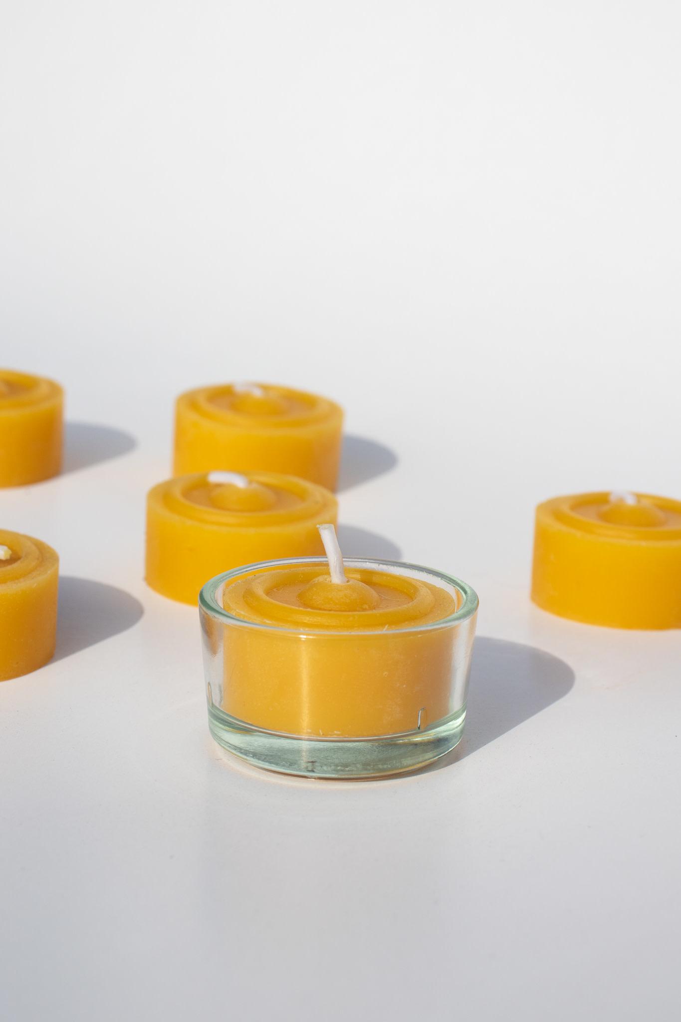 Theelichtje van bijenwas met glazen potje-1