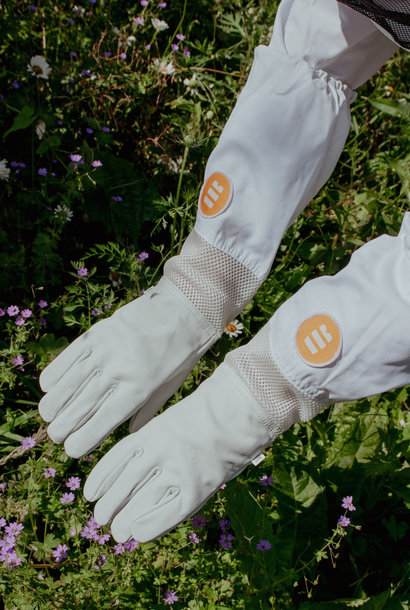 Leather gloves with ventilation