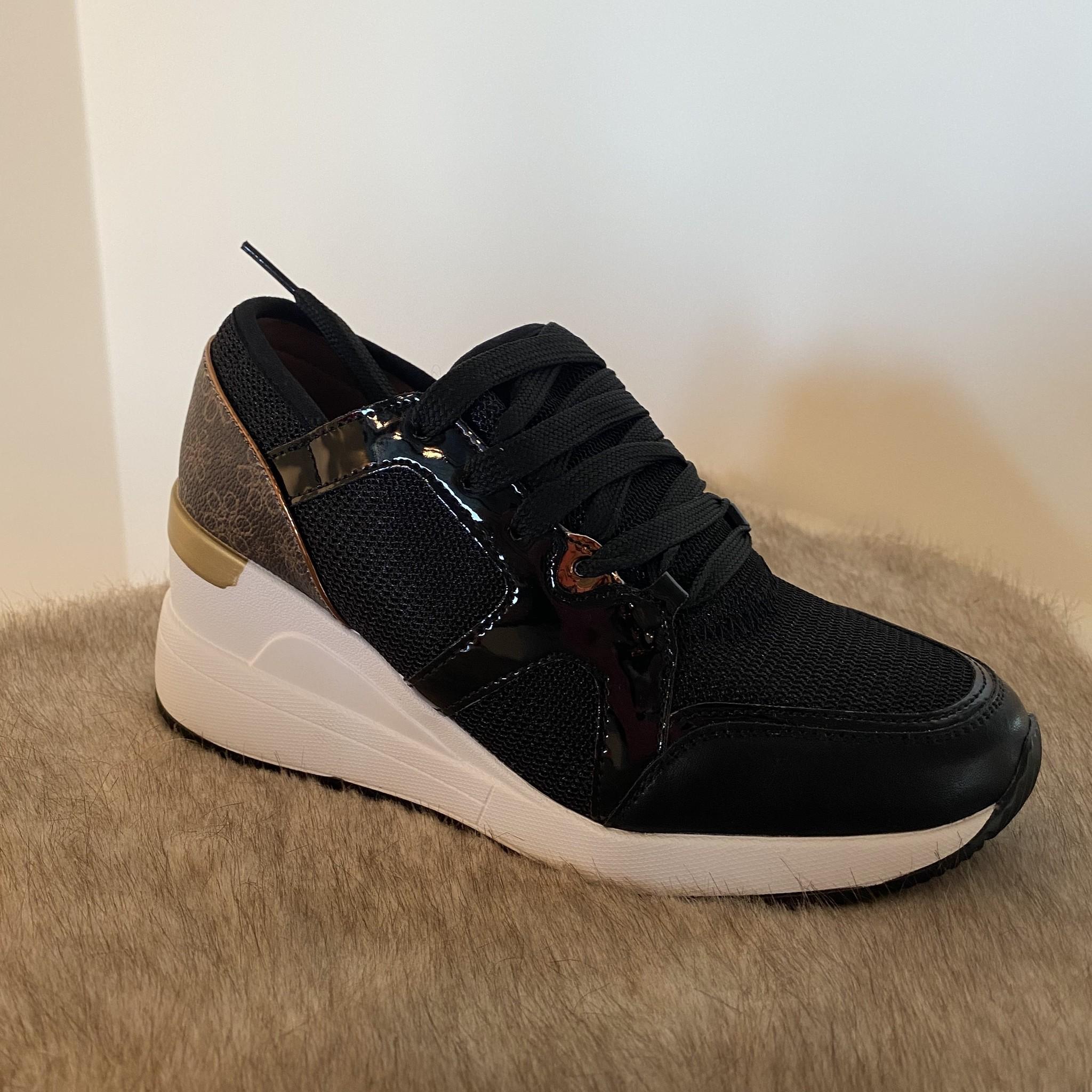 Sneaker black enkel nog in maatje 36