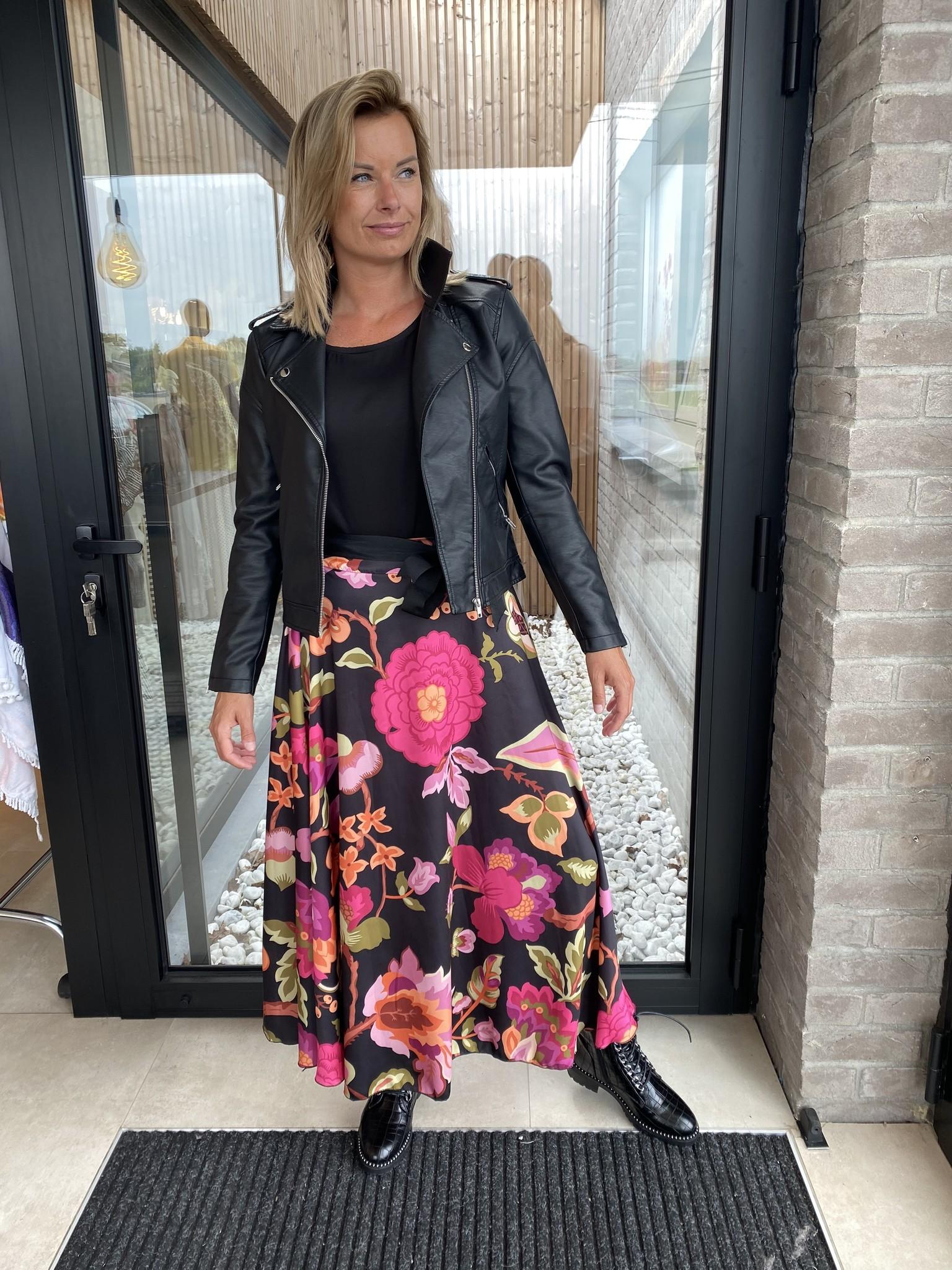 Skirt Noëmi oranje/zwart.