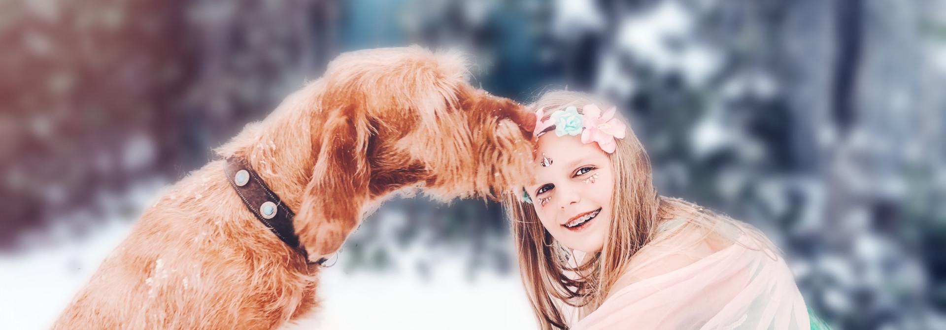Kinderen en honden feeërieke fotoshoot in de sneeuw
