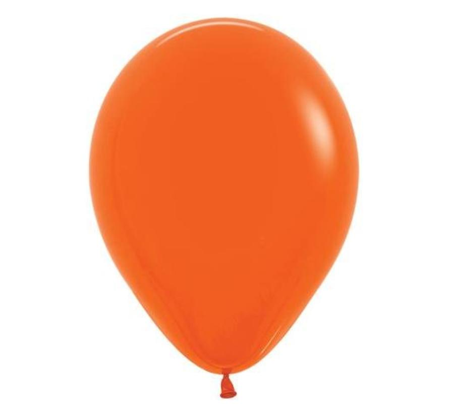 Donkeroranje ballonnen