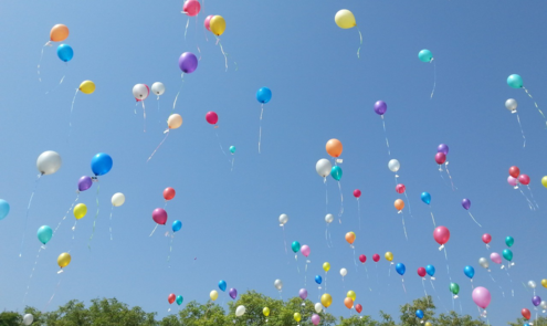 Ballonnen oplaten: hoe slecht is het en wat zijn de alternatieven?