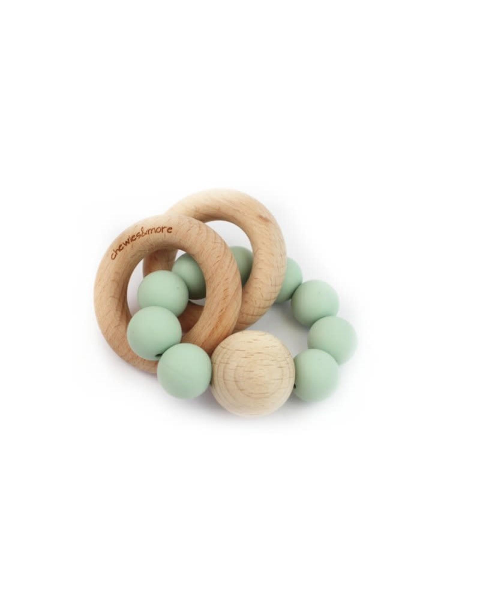 Chewies&more Chewie Rattle met dubbele houten ring en bal mint