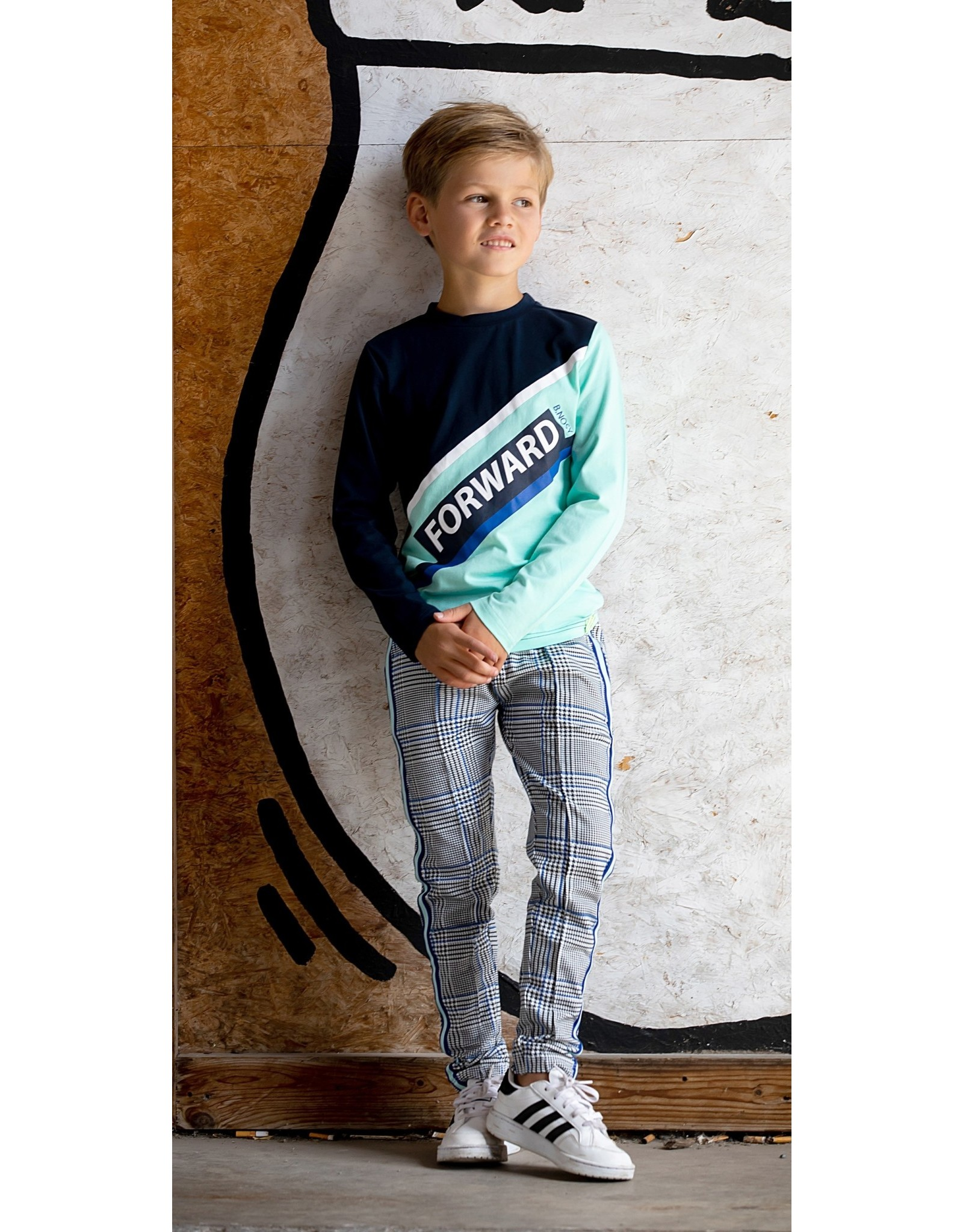 B-nosy Boys shirt with slanted hem part, 2 different sleeve colors 316 Ice green