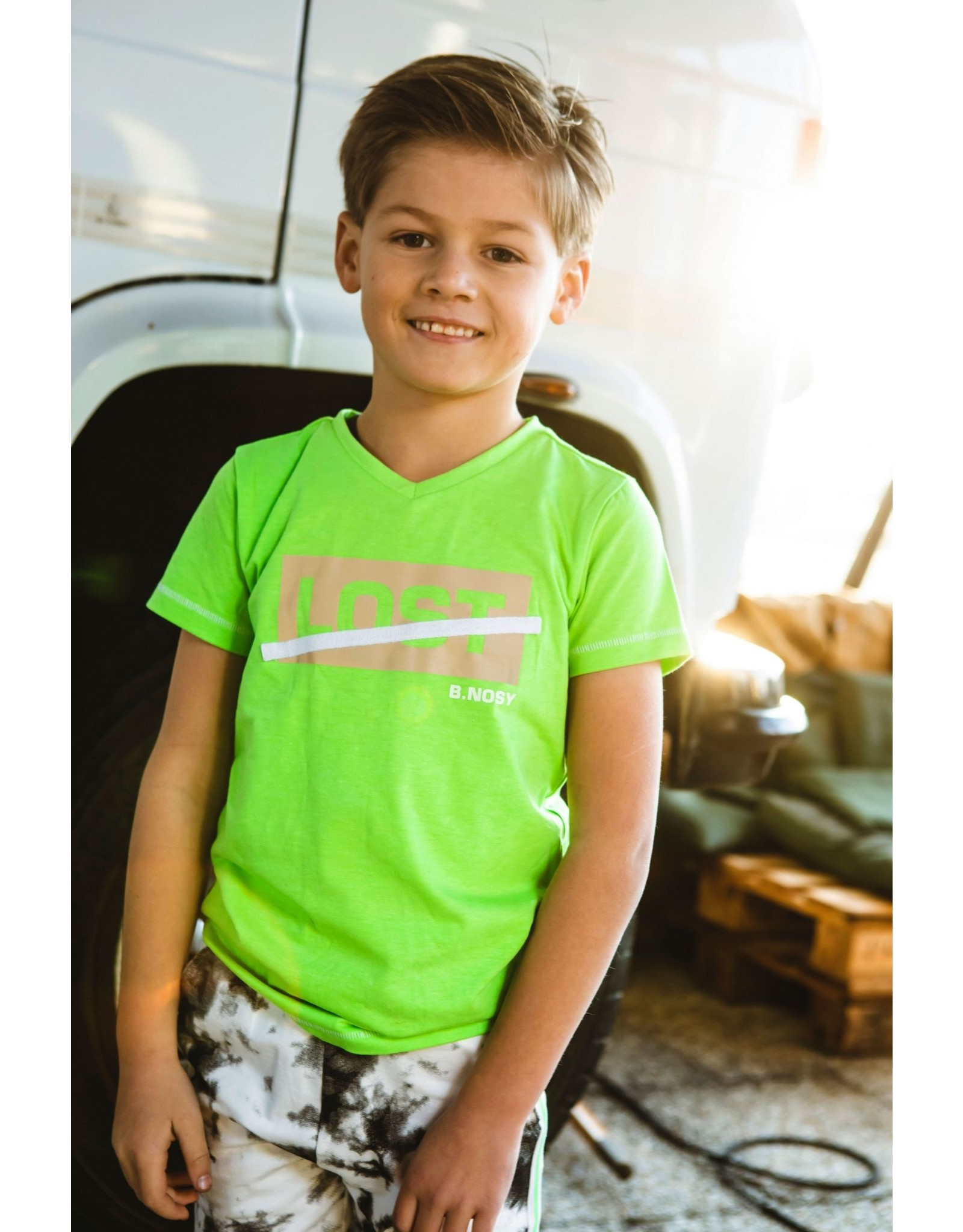 B-nosy Boys ss with v-neck and chest artwork 390 Gecko green