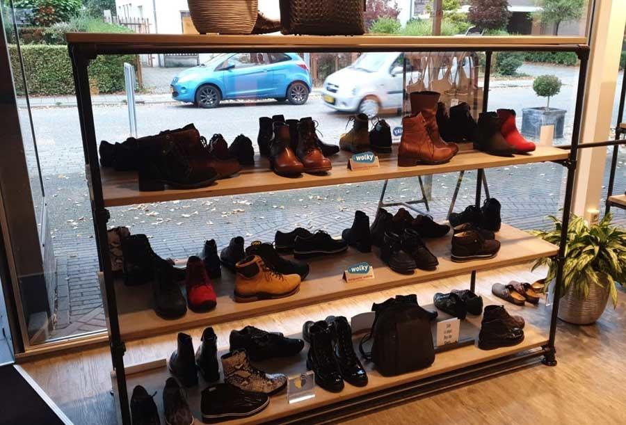 Steigerbuis schoenenkast winkelinrichting