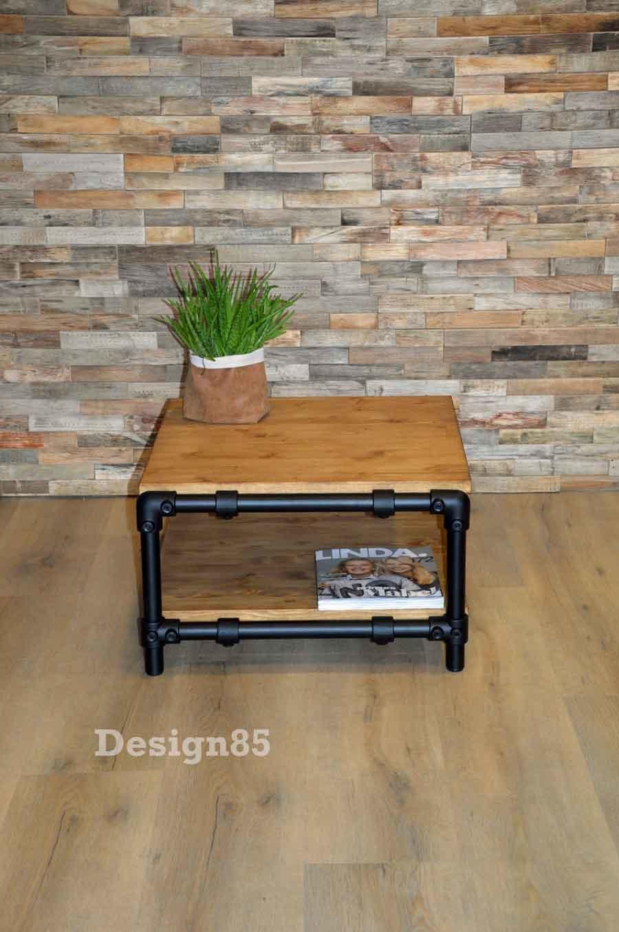 Steigerbuizen en steigerhout als salontafel