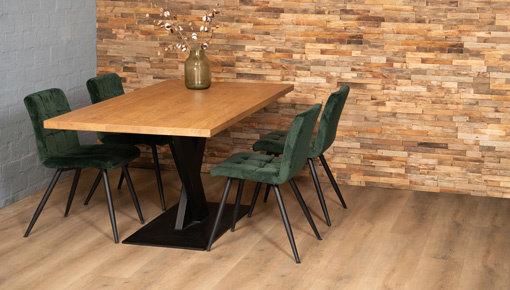 Tafels met eikenhout en stalen onderstel